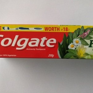COLGATE HERBAL 200GM WITH FREE TOOTHBRUSH WORTH 17/- MRP 98/-